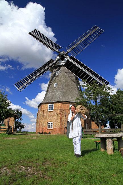 Windmühle mit Müller
