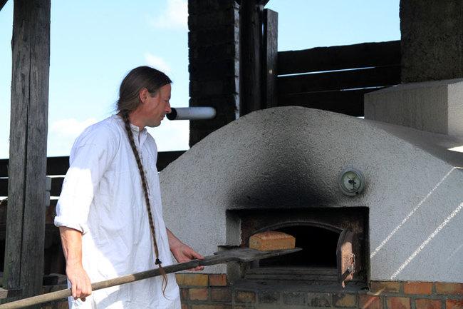 Brot backen im Steinofen
