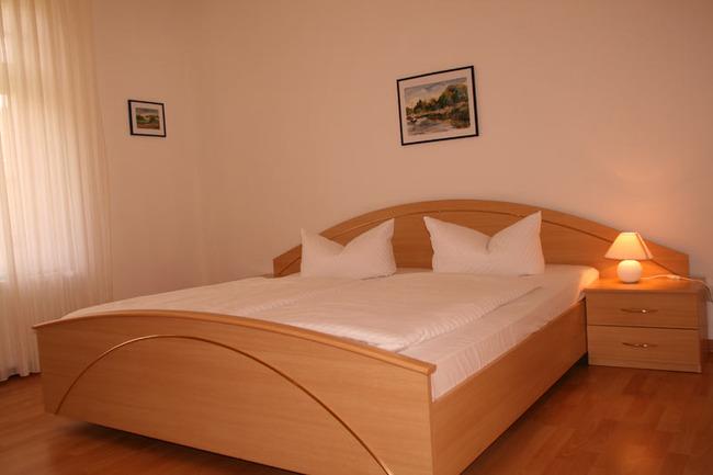 schlafzimmer-ferienwohnung-gross