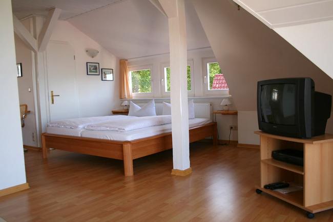 wohnzimmer-ferienwohnung-klein