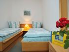 doppelbettzimmer-mit-rose-pension-schwark