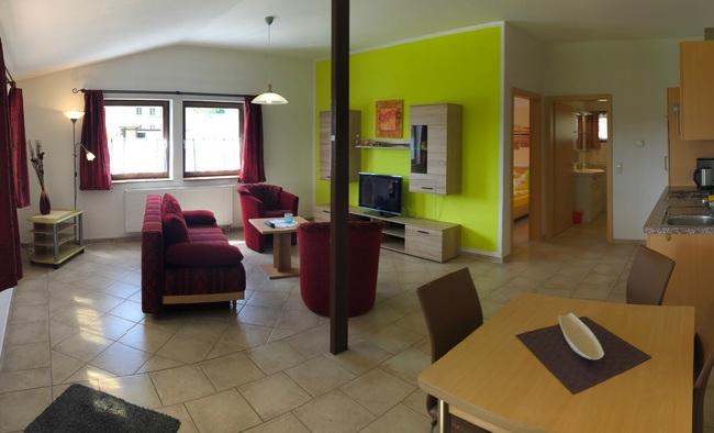 Wohnzimmer u. Kochecke