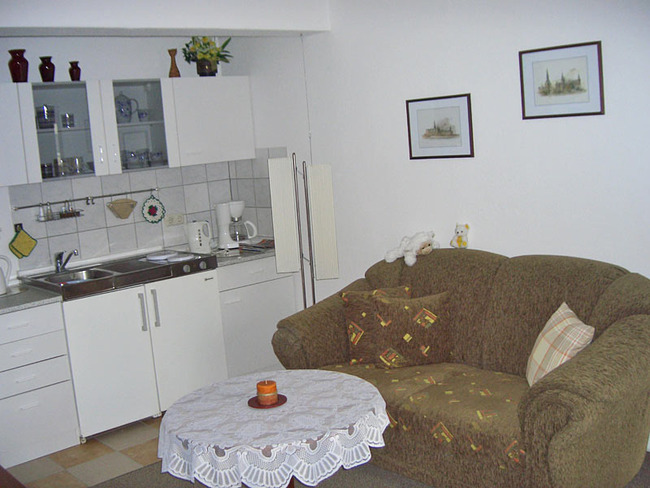 wohnzimmer-mit-kueche