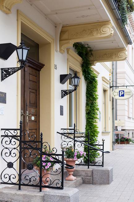 eingang-hotel-schlossgarten