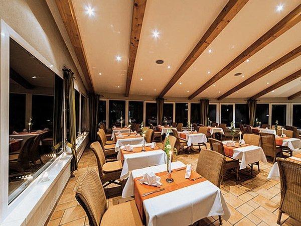Restaurant mit Wintergarten im Seehotel Heidehof