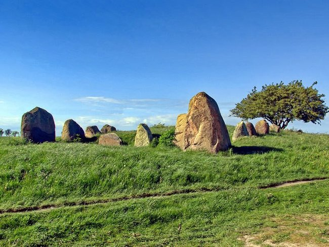 Hünengräber, Hügelgräber auf der Insel Rügen