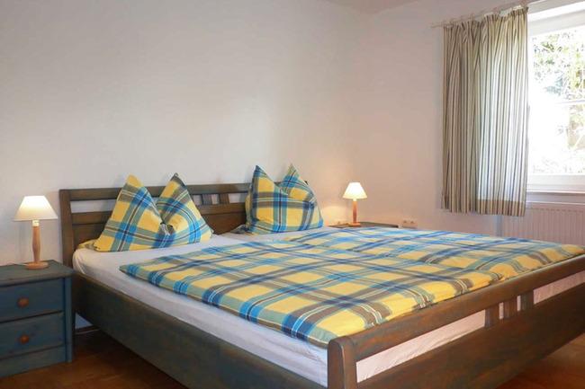 schlafzimmer-blau-landhaus-leidigkeit