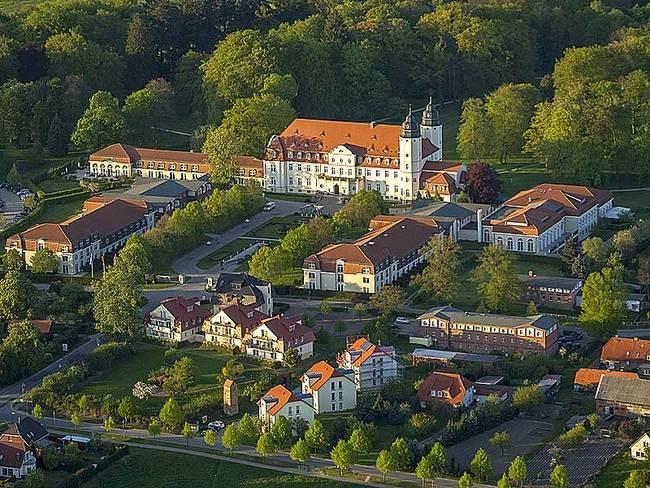 Luftbild vom Schlosshotel in Göhren-Lebbin