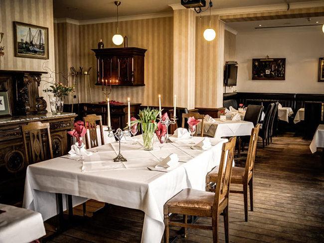 """Restaurant """"Roter Hummer"""" - Café Wien - Sinatra-Bar"""