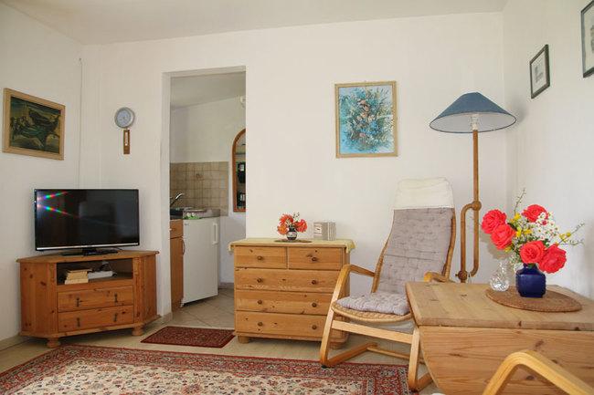 Wohnbereich mit Essplatz & TV