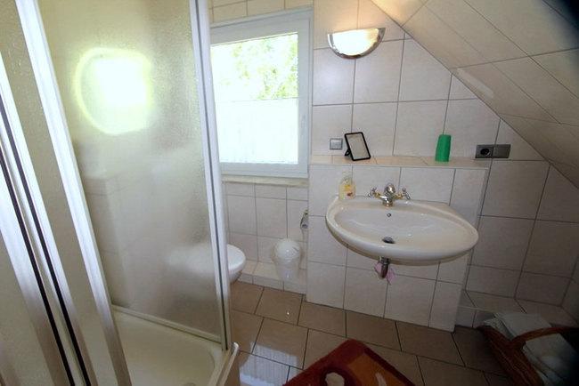 Ferienhaus - Bad im OG mit Dusche