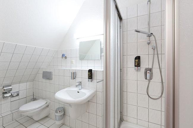 EZ - Bad mit Dusche und WC