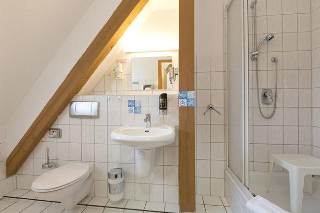 Doppelzimmer - Bad mit Dusche und WC