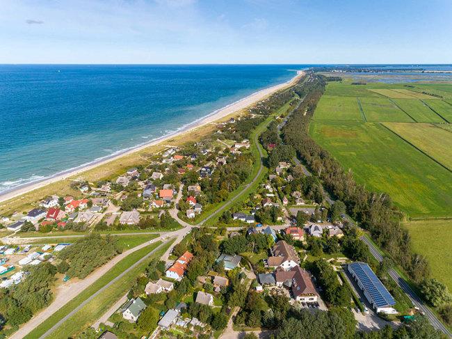 Luftbild vom Hotel Blinkfüer und Fischland