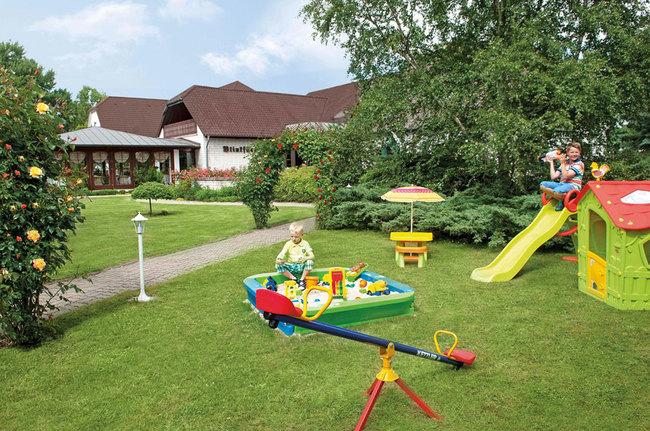 Spielplatz für die Kleinen am Hotel