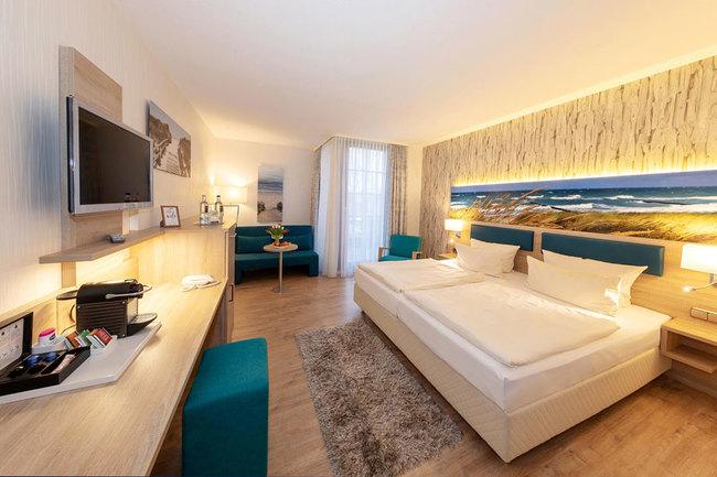 DZ mit Bett, Schreibtisch, Sitzecke & TV