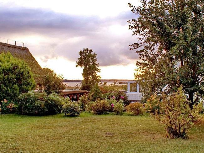 Ausblick vom Garten auf die Wismarer Bucht