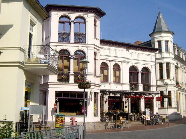 Friedenstraße - Einkaufsbummel in Heringsdorf