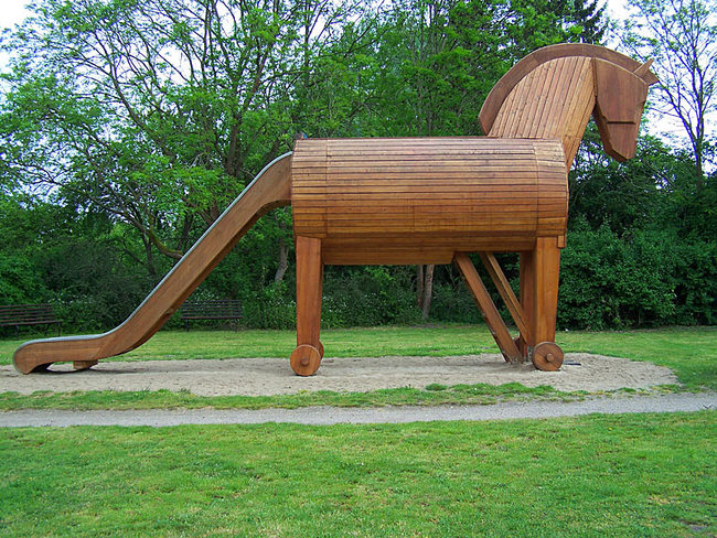 Trojanisches Pferd als Rutsche für die Kleinen