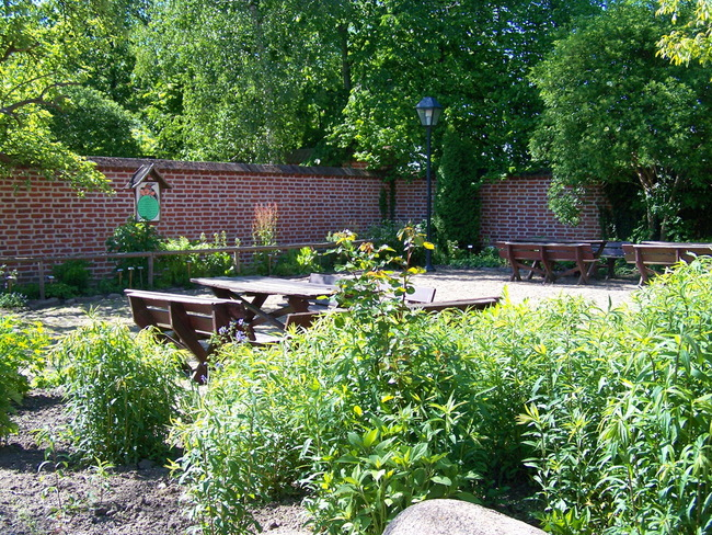 Kräutergarten mit Sitzgelegenheiten