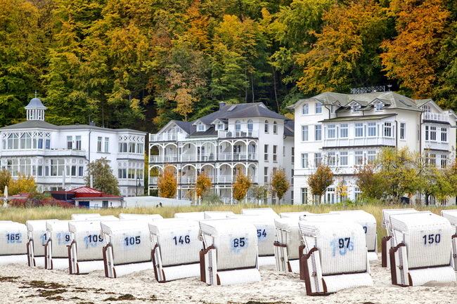 Strandkörbe im Herbst in Binz auf Rügen | © Ralf Gosch - stock.adobe.com