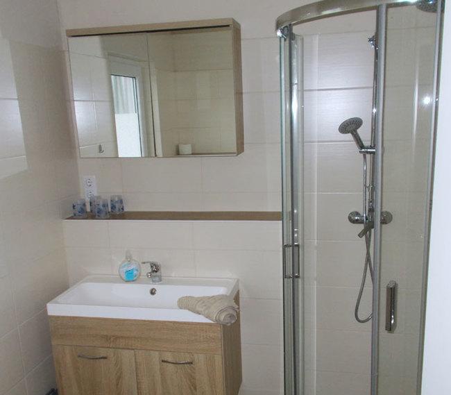 Fewo 1 - Bad mit Dusche & Waschtisch
