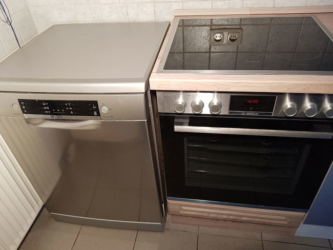 Kaminzimmer mit voll ausgestatteter Küche