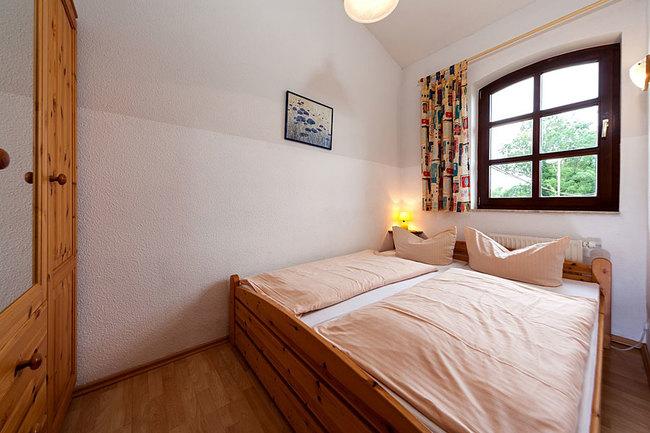 Fewo 6 - Schlafzimmer mit Doppelbett