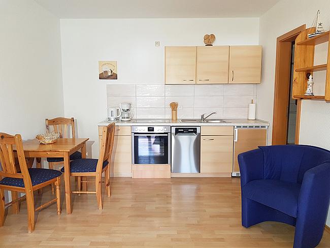 Fewo 2 - Wohnraum mit Essplatz & Küche