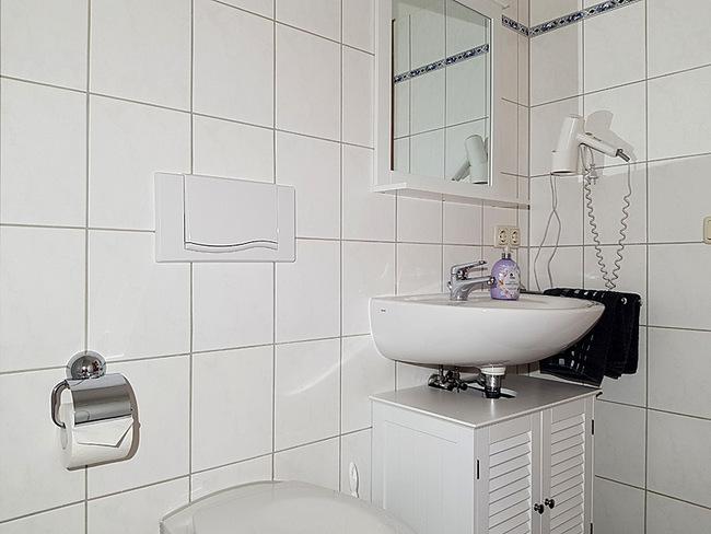 Fewo 4 - Bad mit Waschbecken und WC