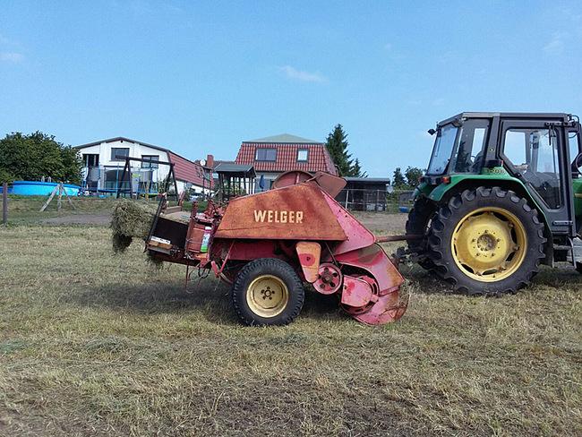 Traktor mit Heupresse